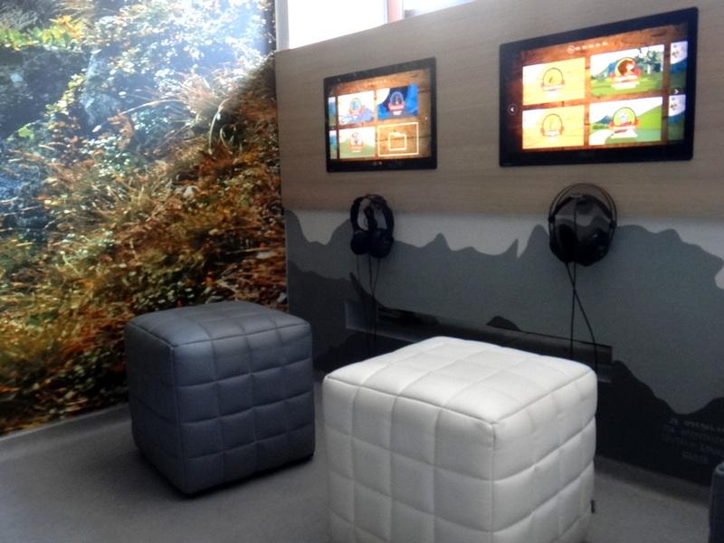Centrum Edukacji Przyrodniczej TPN - stanowisko do oglądania filmów przyrodniczych.