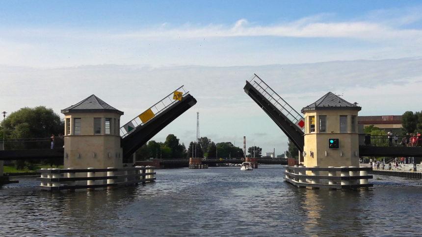 Most Wysoki w Elblagu z pokładu hausbota