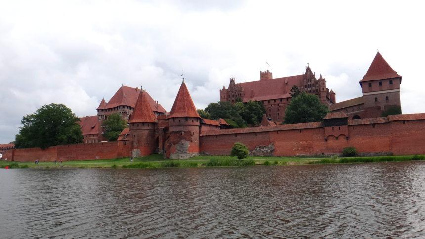 Zamek w Malborku z pokładu hausbota