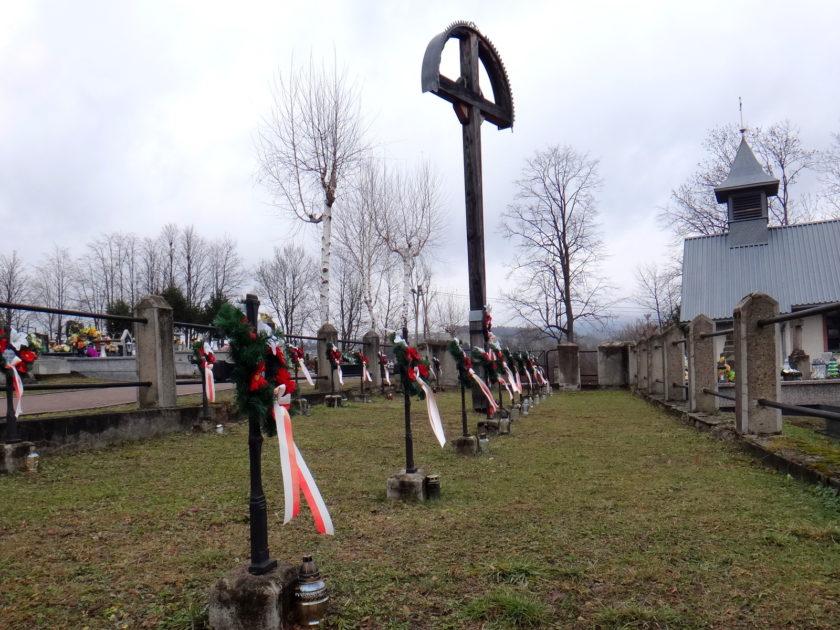 Cmentarz wojenny w Ropie.