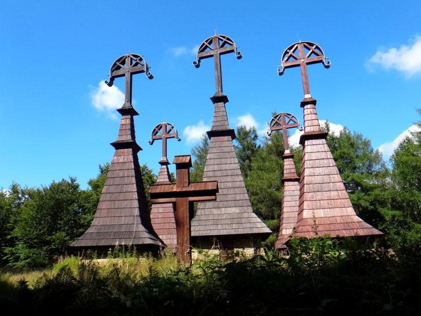Cmentarz wojenny na Rotundzie. Krzyże-gontyny.