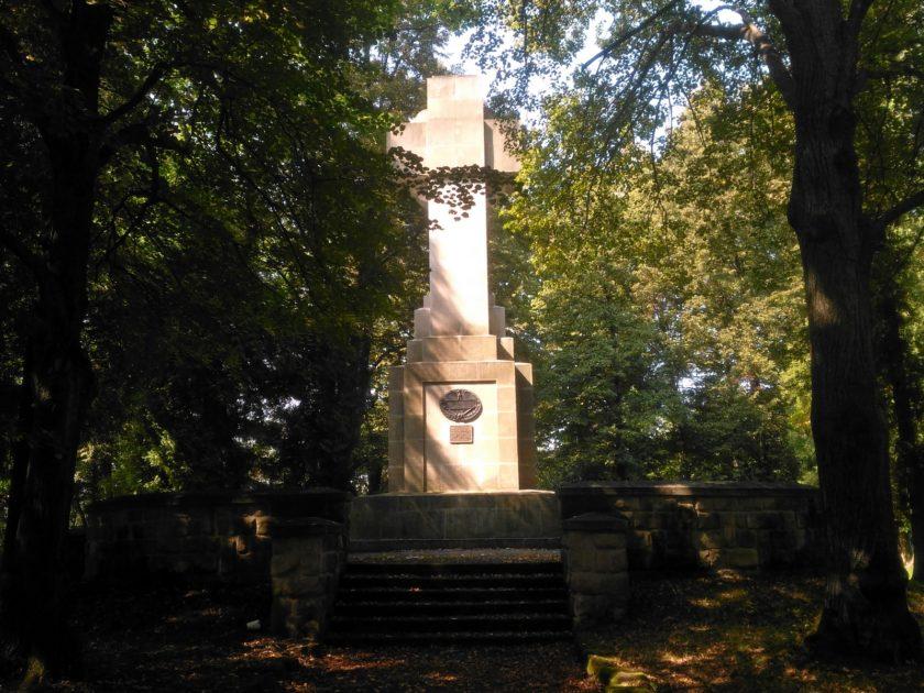 Cmentarz wojenny w Gorlicach. Pomnik centralny.