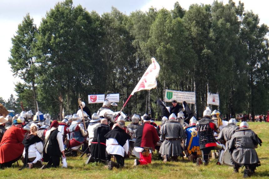 Inscenizacja bitwy pod Grunwaldem. Błogosławieństwo przed walką.