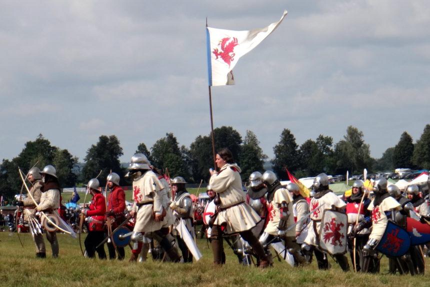 Inscenizacja bitwy pod Grunwaldem. Łucznicy i piechota.