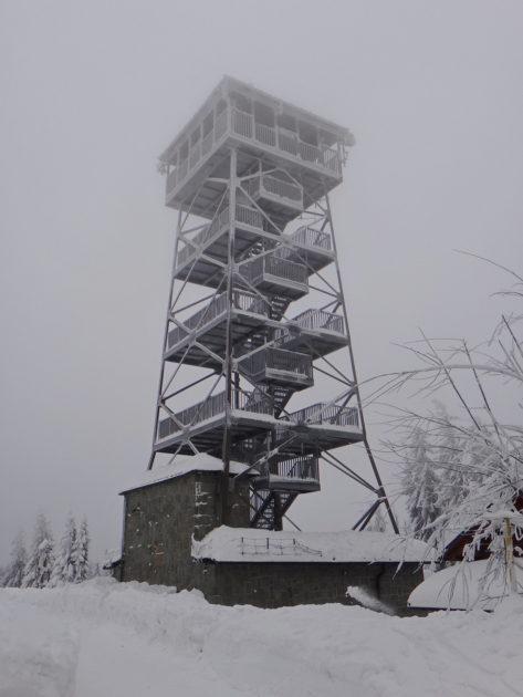Beskid Śląski zimą. Wieża widokowa na Czantorii.