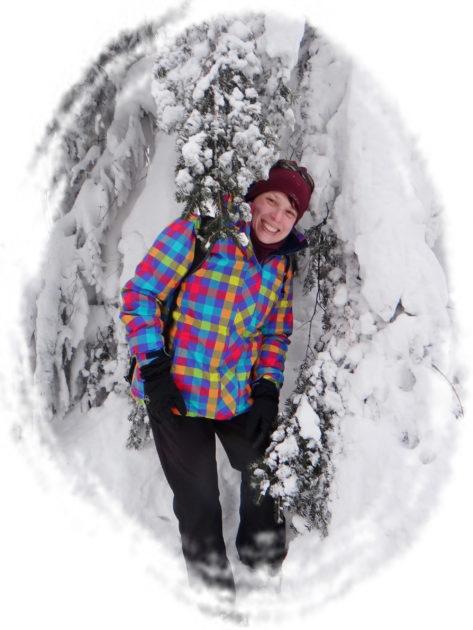Beskid Śląski zimą. Mama pośród ośnieżonych choinek.