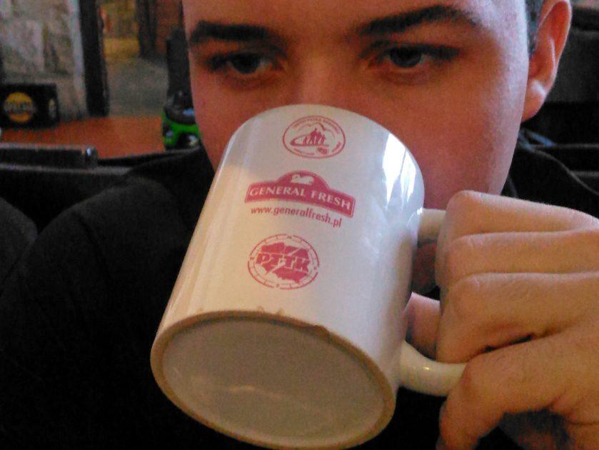 Beskid Śląski zimą. Gorąca herbata na rozgrzewkę w schroniski na Szyndzielni.