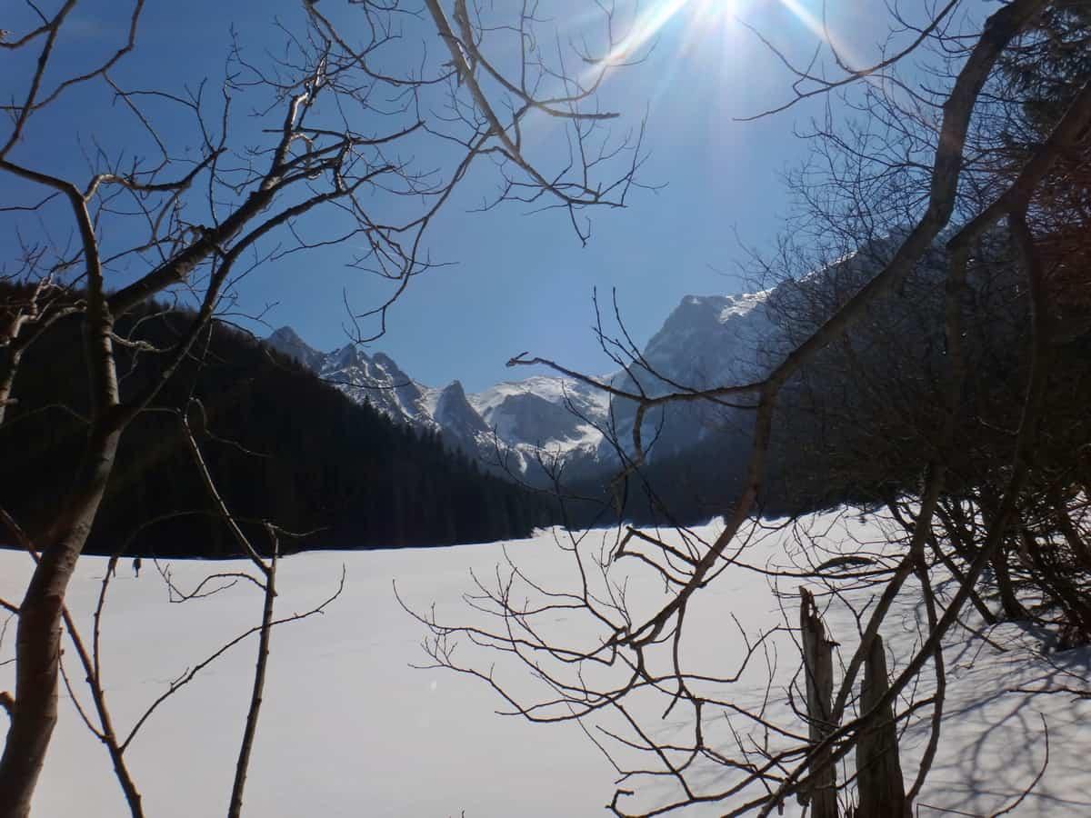 Wielka Polana Małołącka pod śniegiem.