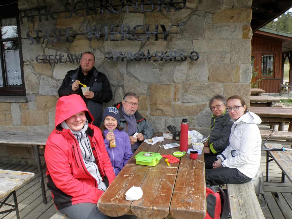 Drugie śniadanie przy schronisku na Starych Wierchach.