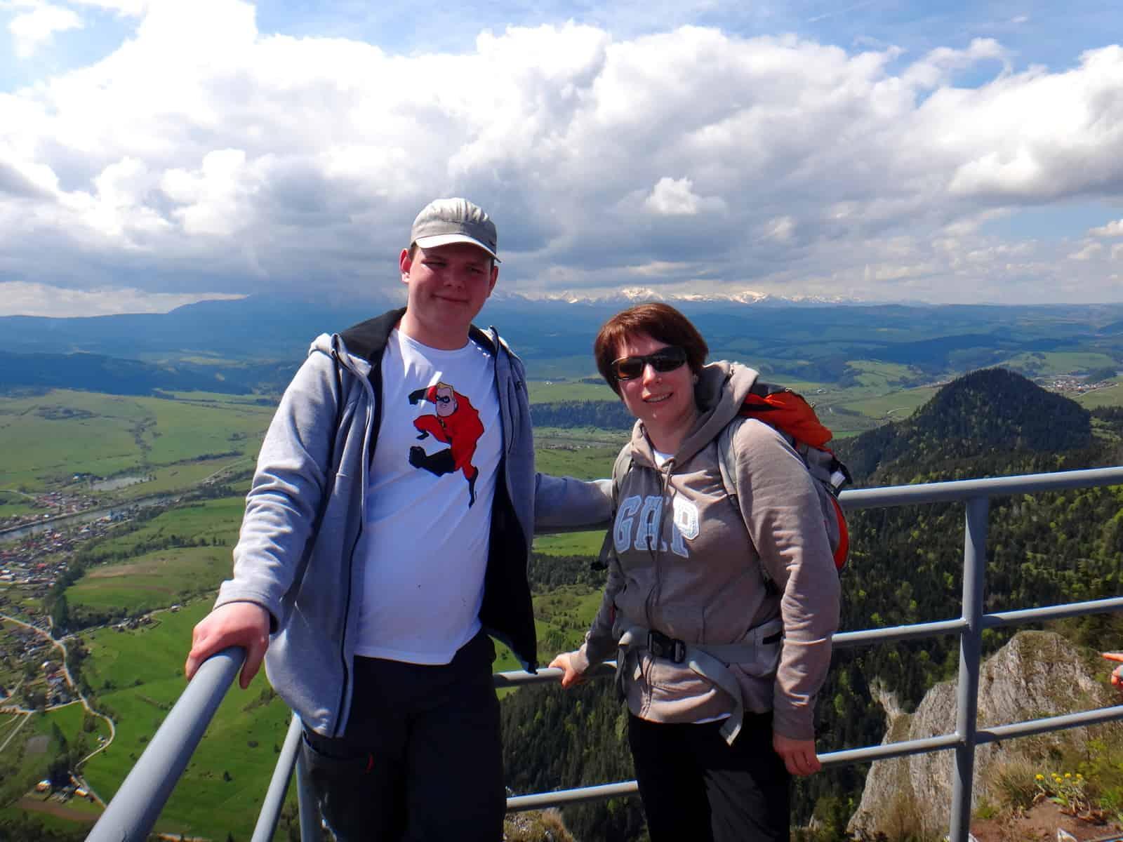 Turystyczna Rodzinka na szczycie Trzech Koron