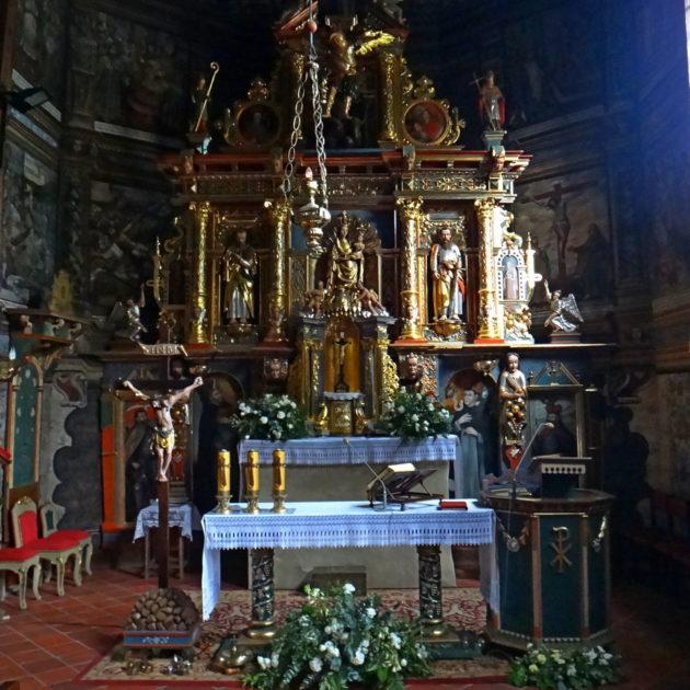 Ołtarz w Binarowej.