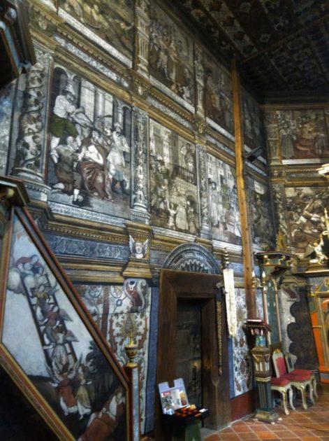 Wejście do zakrystii w kościele w Binarowej.