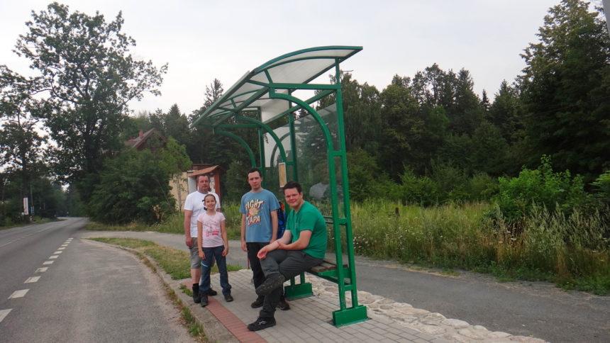 Oczekujemy na autobus PKS do Szklarskiej Poręby.