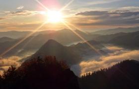 Widok z Trzech koron o świcie.