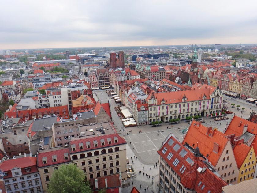 Widok na wrocławski rynek z wieży bazyliki św. Elżbiety.