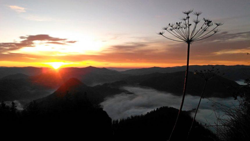 Wschód słońca na Trzech Koronach.