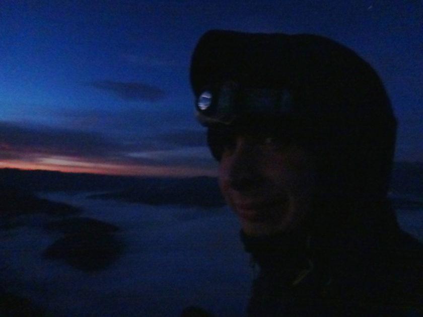 W oczekiwaniu na wschód słońca na trzech koronach.