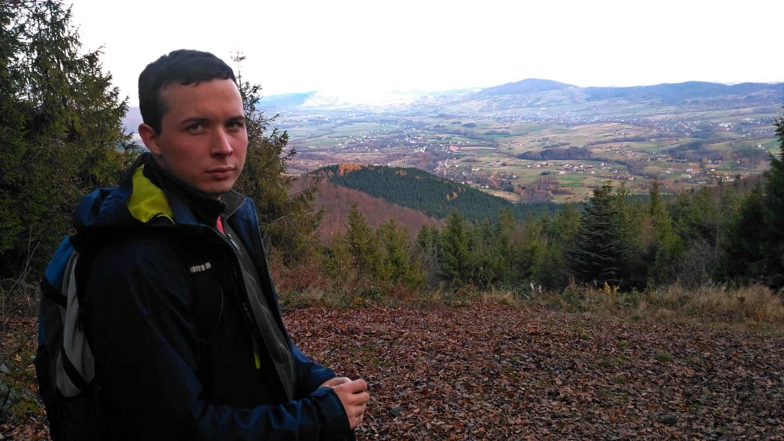 Widok z  punktu widokowego pod szczytem Lubomira