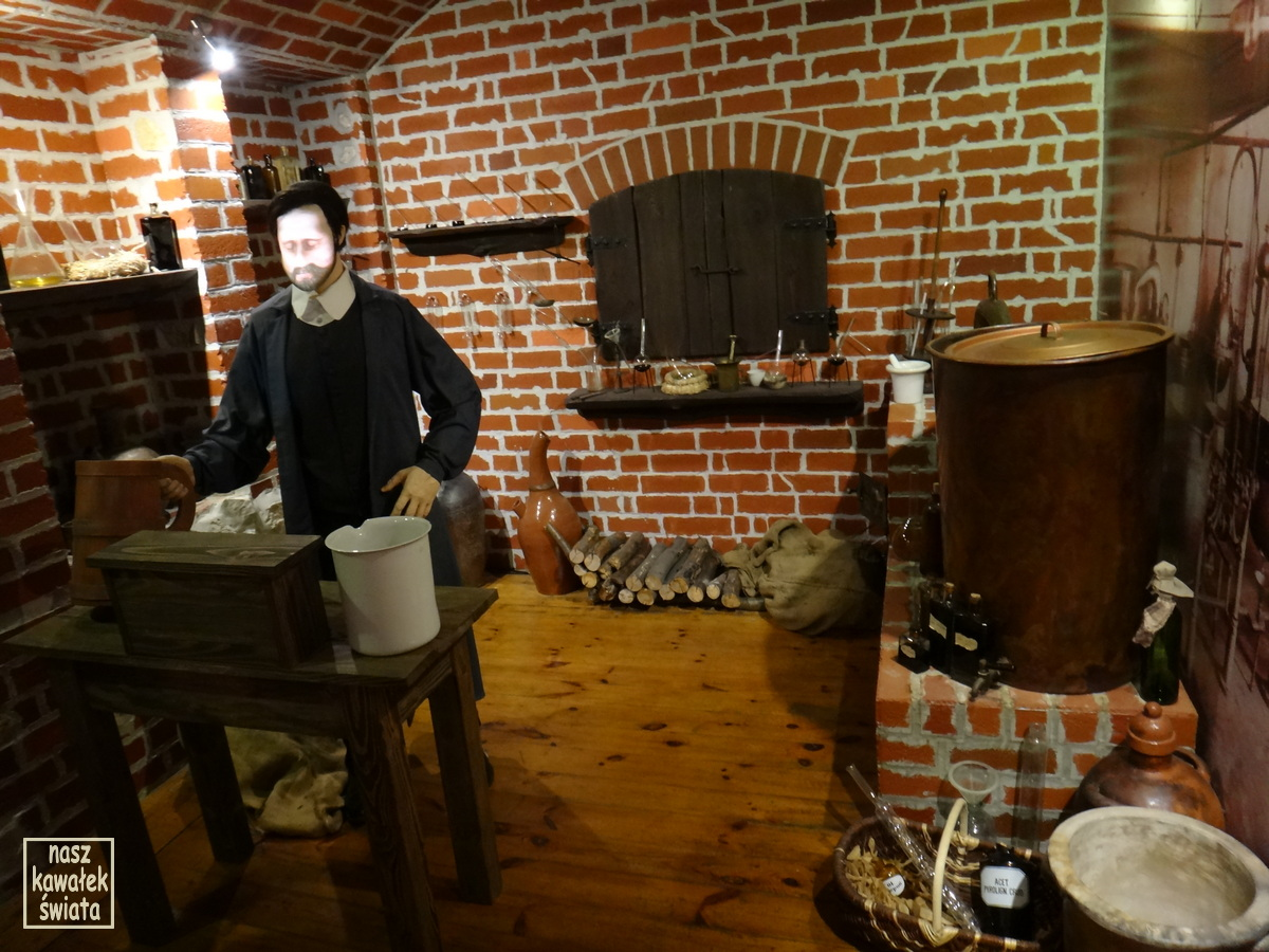 Pracownia Ignacego Łukasiewicza z hologramem wynalazcy w muzeum w Bóbrce.