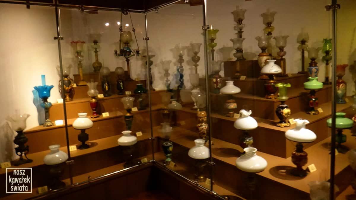 Kolekcja lamp naftowych zgromadzona w domu Ignacego Łukasiewicza w Muzeum Przemysłu Naftowego i Gazowniczego w Bóbrce.