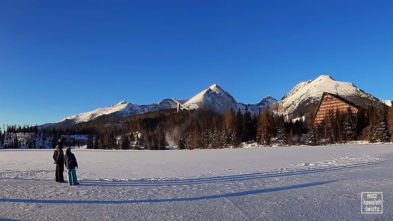 Szczyrbskie Jezioro w zimie.