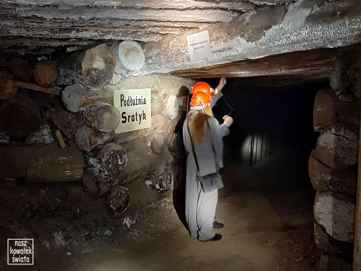 Pomiar stężenie metanu. trasa górnicza w kopalni soli w Wieliczce.