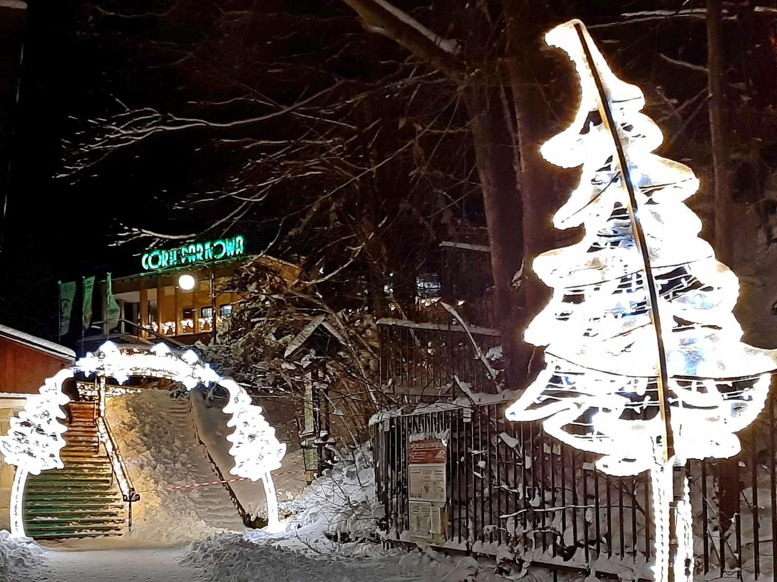 Wejście do Parku Światła. Dolna stacja kolejki na Górze Parkowej.