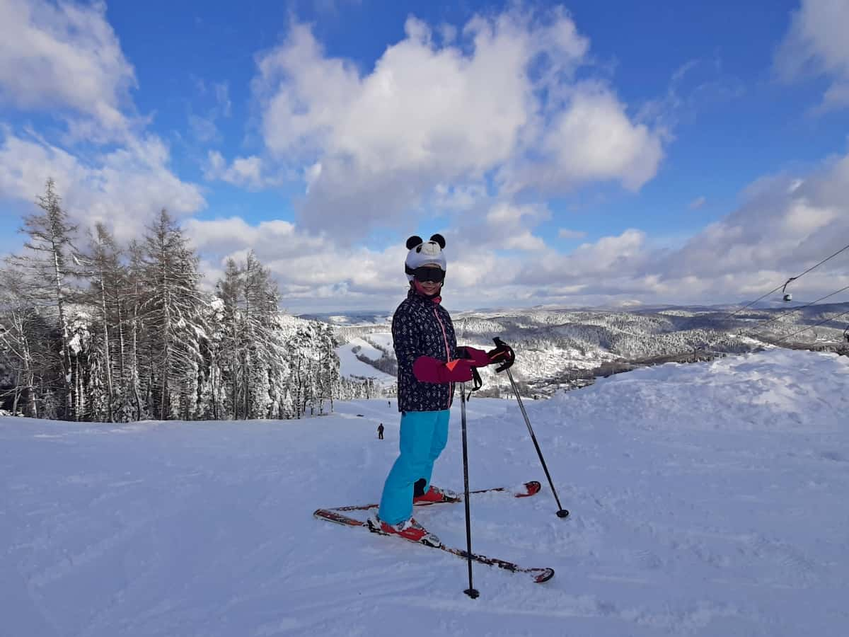 Ania na nartach.