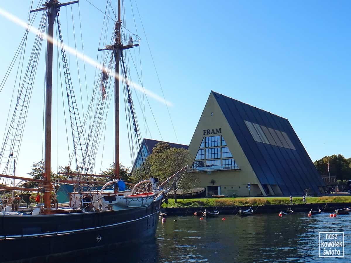 Muzeum ekspedycji polarnych Fram widziane z wód Oslofjordu,