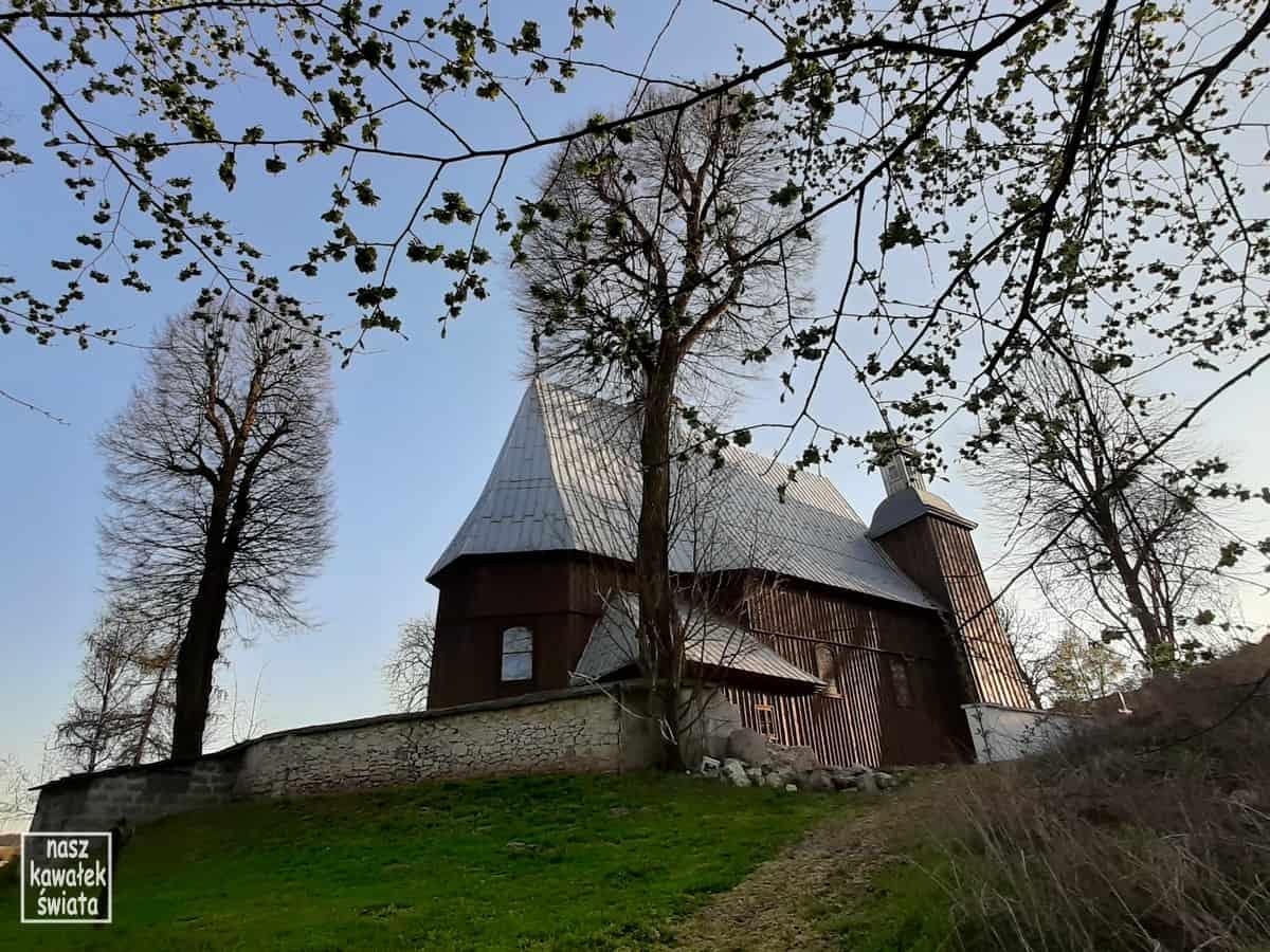 Drewniany Kościół w Iwanowicach.