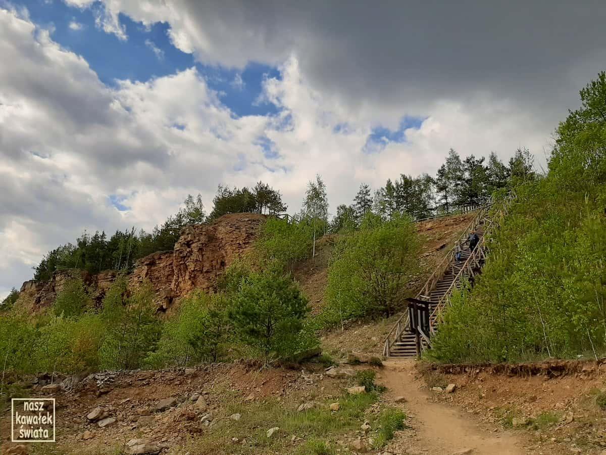 Zejście nad zbiornik Wydra. Park Gródek w Jworznie.