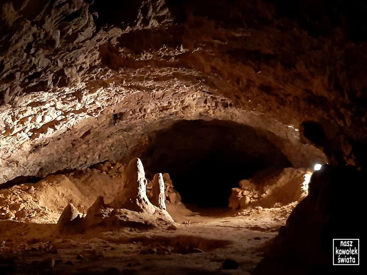 Jaskinia Wierzchowska  - stalagmity.
