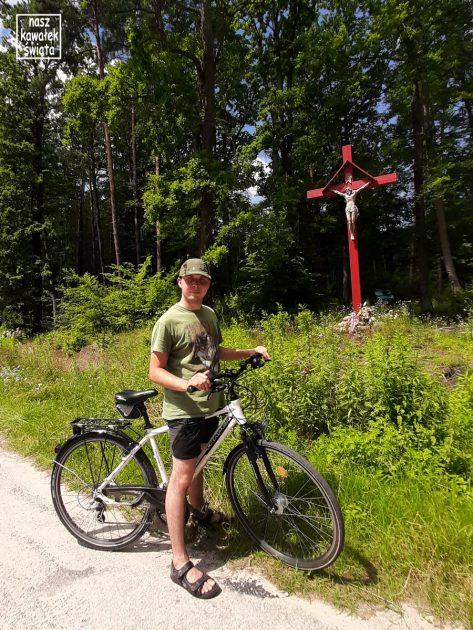 Czerwona Figura w okolicach nieistniejącej już wsi Sieniawka.