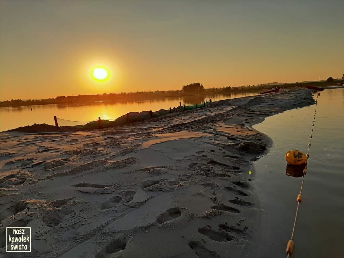 Kuter Port w Nieznanowicach. Plaża.