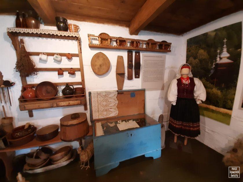 Wnętrze łemkowskiej chyży w Zagrodzie Maziarskiej