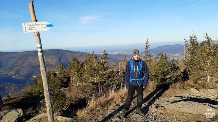 Widok na Szczyrk z niebieskiego szlaku na Skrzyczne.