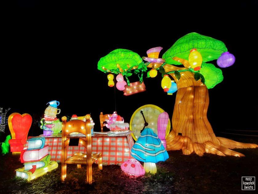 Ogród świateł Alicja w Krainie Czarów. Zwariowany podwieczorek.