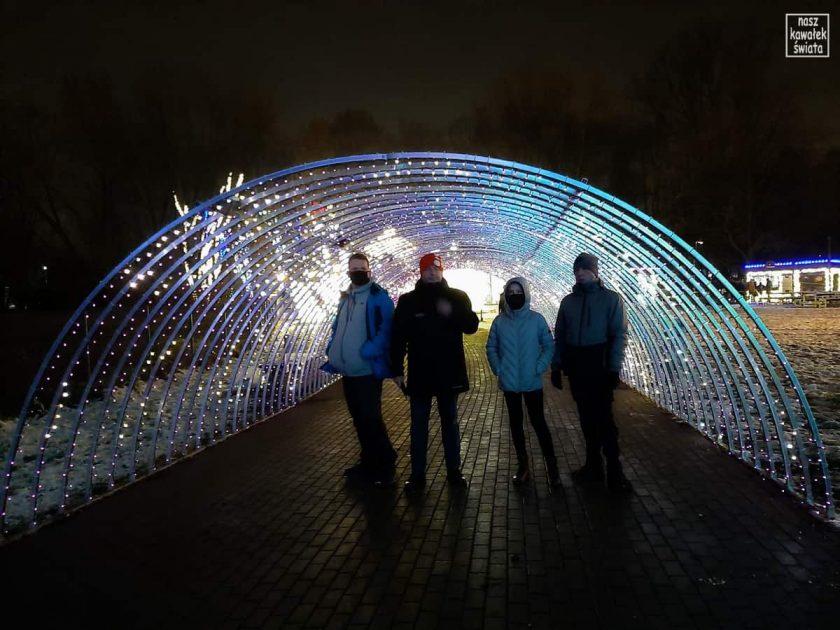 Ogród świateł Alicja w Krainie Czarów. Świetlny tunel.