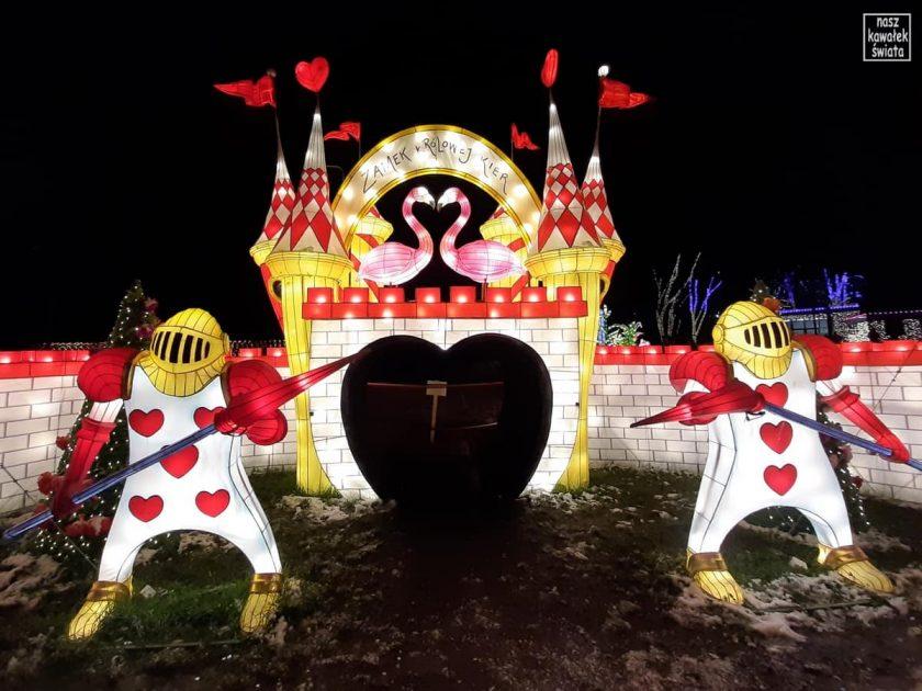 Ogród świateł Alicja w Krainie Czarów. Zamek Królowej Kier.