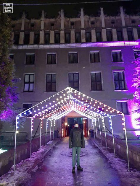 Wejście na ekspozycję w Parku Legend Krakowskich