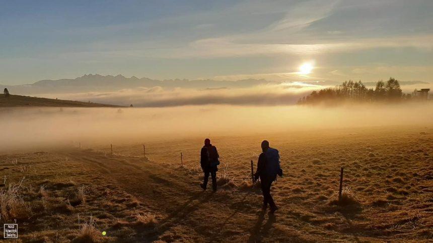 Przełęcz Snozka o zachodzie słońca
