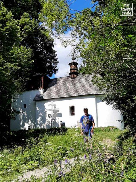Przy cerkwi w Bielicznej