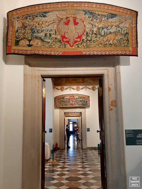 Arrasy wawelskie - tapiseria nad portal