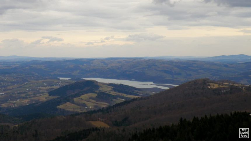 Widok z wieży na Jaworzu na Zalew Rożnowski