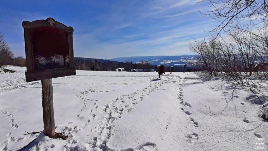 Stacje drogi krzyżowej na Polanie Surówki