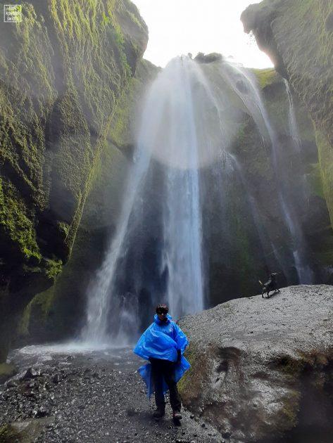 Przy wodospadzie Gljufrabui