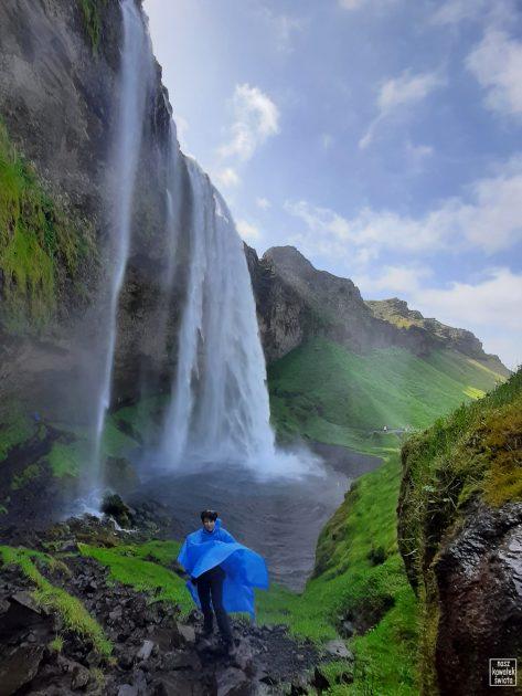 Przy wodospadzie Seljalandsfoss